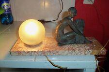 Ancienne superbe lampe ART DECO 1930 avec femme garçonne à l'éventail sur marbre