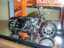 Maisto Harley-Davidson 2012 XL 1200 V / XL1200V Seventy-Two goldfarben, 1:18