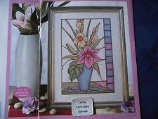 Hermoso Florero De Vidrio De Color elegancia Floral De Flores Lirio Cuadro De Punto De Cruz