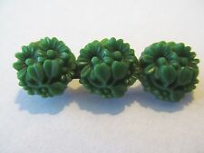 VINTAGE THREE DEEP GREEN CREATED DAISIES DESIGNED CELLULOID PLASTIC BROOCH PIN