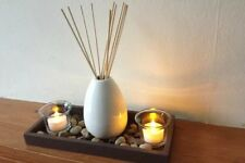 SET OF REED DIFFUSER WITH 2 CANDLE HOLDERS ON TRAY WITH PEBBLES TEA LIGHT HOLDER