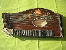 Antike Zither, Musikinstrument, Zupfinstrument, Saiteninstrument, Holzkoffer