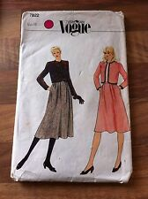 VOGUE vintage sewing pattern SKIRT AND JACKET size 10 (7822)