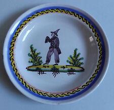 Angoulême ou Roanne. Assiette en faïence à décor d'homme, début XIXe siècle