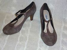 womans NEW CLARKS CHORUS THRILL TAUPE SUEDE SHOES size 7 E