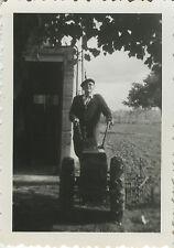 PHOTO ANCIENNE - VINTAGE SNAPSHOT - PAYSAN JARDINIER MOTOCULTEUR JARDIN - GARDEN