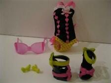 MONSTER HIGH GLOOM BEACH DRACULAURA Clothes Shoes Bodysuit Earrings Glasses Lot