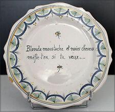 Assiette en faïence ancienne à décor textuel