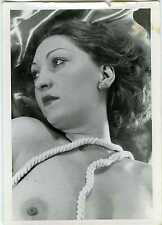 PHOTO  vintage sexy girl naked woman femme avec des liens corde autour du cou