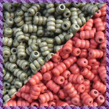 100 Perles Bois Tube 2 coloris Kaki / Rouge