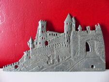 Superbe Ancienne plaque Carcassonne en plomb Souvenir Fronton? Remparts