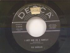 """SHIRELLES """"I MET HIM ON A MONDAY / I WANT YOU TO BE MY BOYFRIEND"""" 45"""