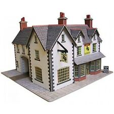 Metcalfe PO228 Coaching Inn Die Cut Pre-Coloured Card Kit 00 Gauge 1st ClassPost