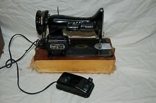 VINTAGE SINGER 99K LEIGHTWEIGHT SEWING MACHINE