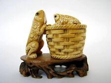Sehr fein geschnitzte alte Figur Frösche als Deckeldose aus Horn