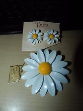 NWT Vintage Tacoa White Yellow Daisy Enamel Clip Earrings Brooch Pin