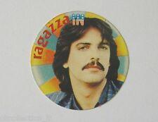 VECCHIO ADESIVO anni '80 / Old Sticker ALAN SORRENTI RAGAZZA IN (cm 4) cantante