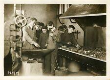 """""""Forge de l'Atelier-école d'ANDRESY 1931"""" Photo originale G. DEVRED / Agce ROL"""