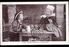 Environs SAINT-BRIEUC (22) ENFANTS costumés BRETONS au JEU de la DINETTE en 1935