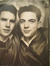 VINTAGE PHOTO BOOTH BOB BEESON KENNY FRAME CA MATCHING JACKETS YOUNG MEN GAY INT