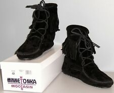 MINNETONKA TRAMPER SUEDE ANKLE BOOT - BLACK - WOMENS 6