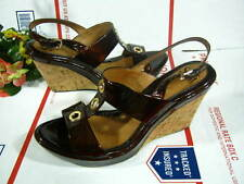 WOMENS SOFFT SANDALS SIZE 11 M US STRAPPY