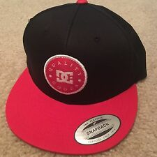 DC Shoes Hat Sanapback Adjustable Taped, Color Black-Red.