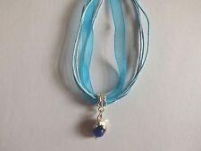 collier organza bleu avec pendentif dauphin perle oeil de chat bleu foncé