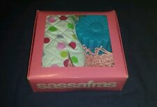 SASSAFRAS, FLOWER CUPCAKE KIT WITH OVEN MITT, SILICONE CAKE MOLD, &  RECIPE