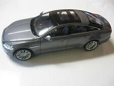 WELLY 1:24 SCALE 2010 JAGUAR XJ DIECAST CAR MODEL W/O BOX