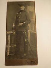 Freiburg i. B. - stehender Soldat in Uniform mit Säbel - FAR 76 - Kulisse / KAB