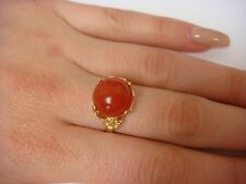 !UNUSUAL 14K YELLOW GOLD LADIES RING WITH CARNELIAN BALL AND FLOWER SIDES, SZ 7