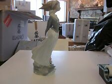 Lladro# 4922 Wind Blown Girl 1974- 1992