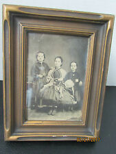 ANTIQUE PICTURE FRAME WITH OLD PHOTO OF THREE YOUNG GIRLS