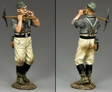KING & COUNTRY WW2 GERMAN ARMY WH025 ENGINEER WITH PICKAXE MIB