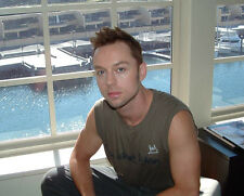 Darren Hayes UNSIGNED photo - E1966 - Australian singer-songwriter and comedian