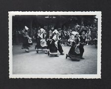 PHOTO AMATEUR / ENFANTS Costumé de TOURY , KERMESSE en gros plan 1953