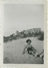 PHOTO ANCIENNE - VINTAGE SNAPSHOT - ENFANT MODE HÔTEL CARLTON PLAGE - BEACH SAND