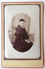 CDC PHOTO FERNAND PERRET à PARIS femme avec coiffe et drôle de chapeau M607