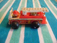 VINTAGE 1968 FISHER-PRICE FIRE ENGINE PULL TOY #720 WOOD & PLASTIC