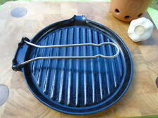 LE CREUSET ROUND BLACK GRILL PAN - FOLDING HANDLE ( into the oven or grill) D1