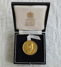 SIR WINSTON CHURCHILL 1965 38mm GOLD ON HM SILVER MEDAL - toye kenning & spencer