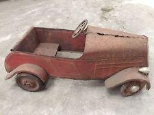 Voiture à pédales ancienne en tole style Delage Eureka Citroën à identifier