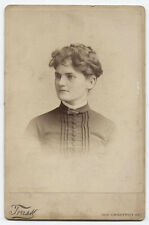 CABINET CARD PORTRAIT WOMAN WITH MESSY HAIR STYLE. LEAF BROOCH. PHILADELPHIA, PA