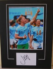 MANCHESTER CITY HAND SIGNED JOE HART 16X12 MOUNTED PHOTO.
