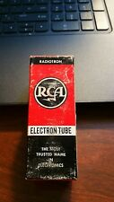 1 TUBE. 10EM7 RCA VINTAGE TUBE WITH BLACK PLATES - NOS IN BOX