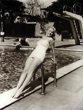MARILYN MONROE SEXY 2-SIDED PIN-UP POSTER AWESOME PHOTO IN BATHING SUIT HOT LEGS