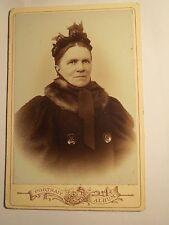 Bruxelles - Brüssel - 1897 - alte Frau im Mantel mit Haube und Pelz-Schal / KAB