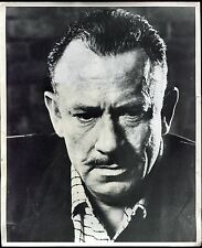 photographie d'art du centre culturel Américain. l'écrivain John Steinbeck