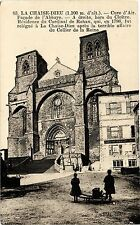 CPA  La Chaise-Dieu(1.100m d'alt.) - Facade de l'Abbaye - A droite,hors (203015)